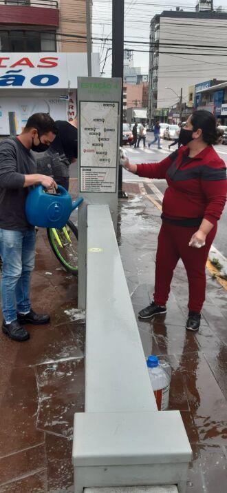 Empresa iniciou trabalho de limpeza nos 10 terminais espalhados pela cidade (Foto: Gerson Lopes/ON)