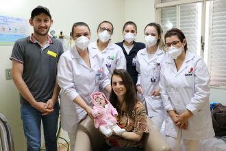 Equipe do HSVP se despede de Isabelli após seis meses de cuidados intensivos (Foto: Divulgação/HSVP)
