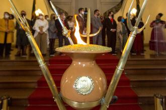 A chama oficializa o início da Semana Farroupilha (Fotos: Gustavo Mansur/ Palácio Piratini)