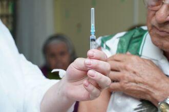 Cerca de 300 idosos receberam o reforço hoje (Foto: Divulgação/PMPF)