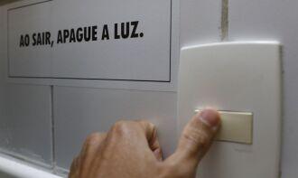 Beneficiários do CadÚnico precisam apresentar conta de luz para obter o benefício (Foto: Marcelo Casal Jr./Agência Brasil)