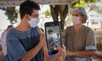 O uso da vacina da Pfizer/BioNTech em adolescentes foi autorizado pela Anvisa (Foto: Breno Esaki/Secretaria de Saúde do Distrito Federal)