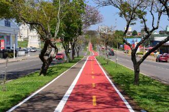 2.700 metros da ciclovia foram pintados (Foto: Diogo Zanatta/Divulgação PMPF)