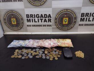 Material apreendido pela guarnição (Foto: Divulgação/Brigada Militar)