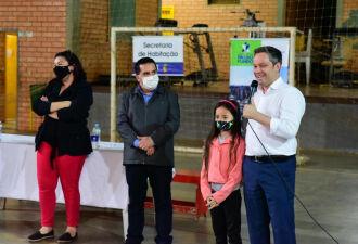 A entrega foi realizada ontem (30) no Ginásio de Esportes do Bairro Jaboticabal (Foto: Diogo Zanatta/Divulgação PMPF)