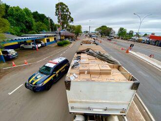 A carga seria levada até a região metropolitana de Porto Alegre (Foto: Divulgação/PRF)