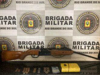 indivíduo foi preso e encaminhado à Delegacia (Foto: Divulgação/Brigada Militar)