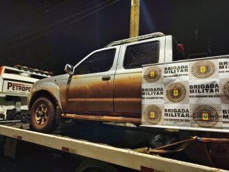 Veículo e materiais encontrados na residência foram recolhidos pela polícia (Foto: Divulgação/Brigada Militar)