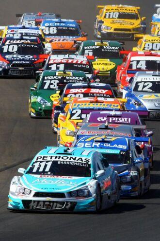 Barrichello liderando o pelotão