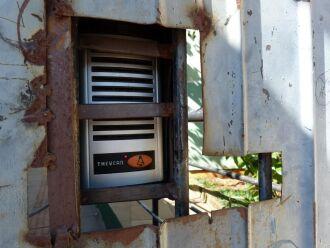 Escola conseguiu recursos para reinstalar o interfone no portão principal