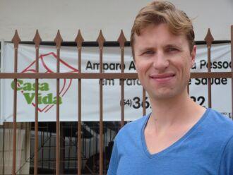 O holandês, Daan Bouwmeister, realiza trabalho voluntário na Casa Vida até o dia 22 de novembro