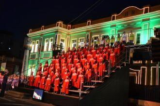 Pelo menos 400 crianças protagonizaram o espetáculo natalino do Colégio Notre Dame, narrado a partir de um