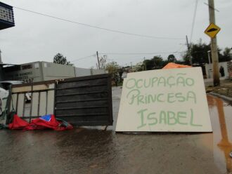 Ocupantes pedem auxílio da prefeitura