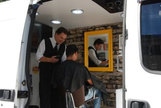 Com estilo Vintage, a barbearia de Luiz Sousa vai até o cliente