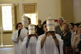 """A Missa dos Santos ?""""leos, ou Missa do Crisma, é, para a Igreja, sinal de comunhão"""
