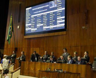 Além da LDO, foram aprovadas duas PECs, em primeiro turno, e dois projetos de lei complementar