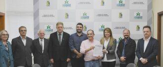 Formalização do contrato foi ontem à tarde no gabinete do prefeito Luciano Azevedo