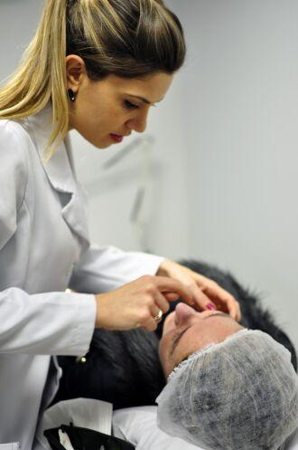 Ana Dengo é médica dermatologista em Passo Fundo