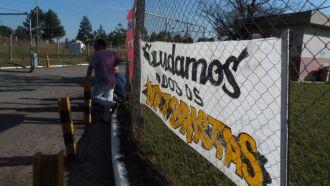 Caminhoneiros decidiram ontem à tarde, manter o bloqueio na entrada do polo petrolífero de Passo Fundo
