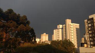Ar seco e quente afasta área de instabilidade e deixa o tempo firme em Passo Fundo