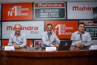 Ingomar Goltz, gerente de manufatura; Jak Torretta, diretor-geral de Operações da Mahindra Brasil; Jalison Cruz, gerente Comercial e Marketing durante entrevista na Expointer