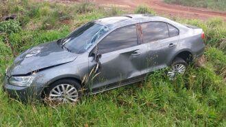 Condutor perdeu controle do veículo e saiu da pista