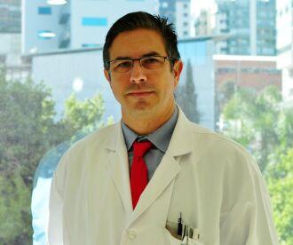 Dr. Antônio Severo é médico ortopedista especialista em Mão e Microcirurgia