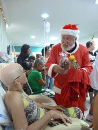 Festa teve direito a Papai Noel e a presentes