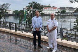 Bolsonaro falou sobre o Mais Médicos após café da manhã com o almirante Eduardo Bacellar