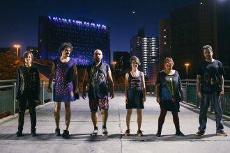 Caburé Canela é formada por Carolina Sanches (voz), Lucas Oliveira (voz e guitarra), Maria Carolina Thomé (percussão), Mariana Franco (contrabaixo), Paulo Moraes (bateria) e Pedro José (voz e guitarra).