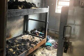 Incêndio começou com fogo em colchões