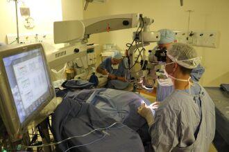 Cirurgia minimamente invasiva de glaucoma foi realizada pela primeira no HSVP