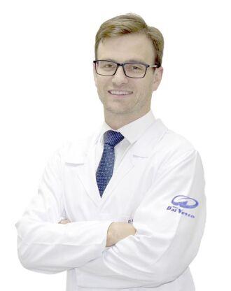 Dr. Miguel Duda Schmitz é coloproctologista e atua no Hospital de Clínicas de Passo Fundo