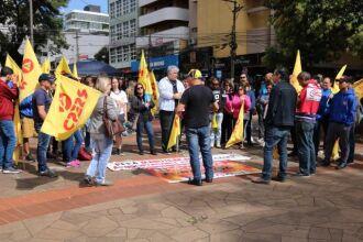 Manifestações foram registradas na cidade e bloquearam estrada da região