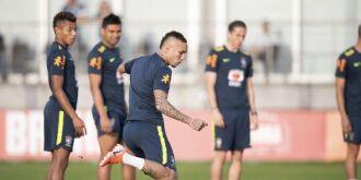 No CT do Grêmio, em Porto Alegre, Tite contou com a presença de todos os jogadores, entre eles, o atacante Everton