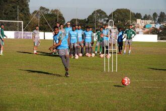 Chutes a gol na primeira parte do treino