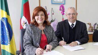 secretária-adjunta da Saúde, Aglaé Silva e o administrador do hospital, Luciney Bohrer