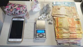 Drogas e dinheiro foram apreendidas em residência na Santa Marta