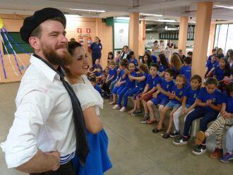 Na segunda-feira, bailarinos de oito países se apresentaram de maneira gratuita para todas as escolas municipais da rede pública de ensino
