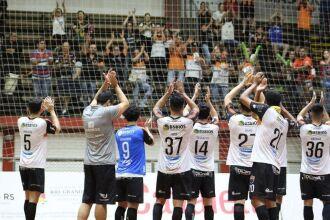 Na fase classificatória, torcedores apoiaram o Passo Fundo Futsal no Caldeirão do Galo, em Erechim