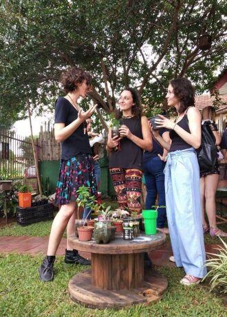 Troca de mudas de plantas e flores está entre a programação