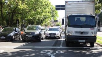 O DPVAT compõe o licenciamento anual de veículos, junto com o IPVA, taxa de expedição do documento e multas vencidas