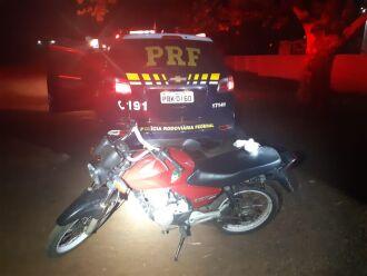 O condutor abandonou a motocicleta e a droga durante a fuga