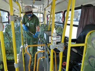 Veículos da Coleurb passam por limpeza especial antes de irem para as ruas