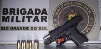 Os policiais não encontraram o registro da arma no sistema