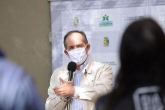 Prefeito Luciano Azevedo, durante coletiva de imprensa
