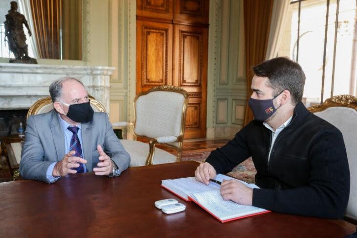 Governador Leite deu posse a Francisco Vargas hoje (03) (Foto: Felipe Dalla Valle / Palácio Piratini)