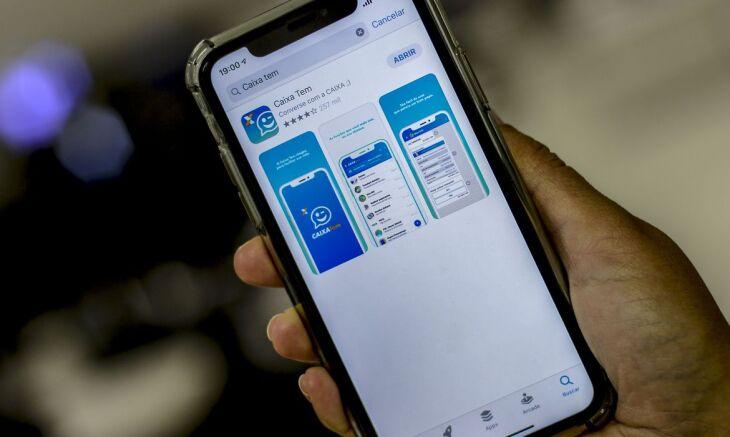 A Caixa tem disponibilizado o auxílio em uma poupança digital, acessível pelo aplicativo Caixa Tem (Foto: Marcello Casal Jr./Agência Brasil)