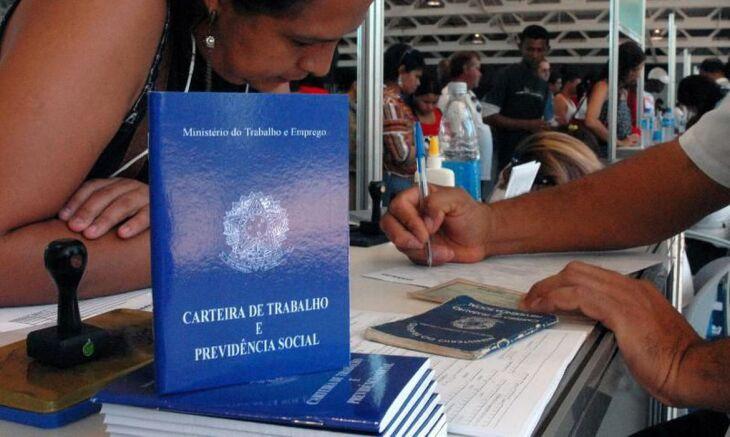 O setor com mais pedidos de desemprego é o de serviços (Foto: Marcello Casal Jr./Agência Brasil)