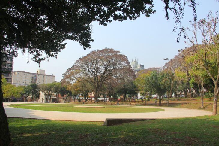 A praça fica em frente ao Hospital de Clínicas de Passo Fundo (Foto: Divulgação)